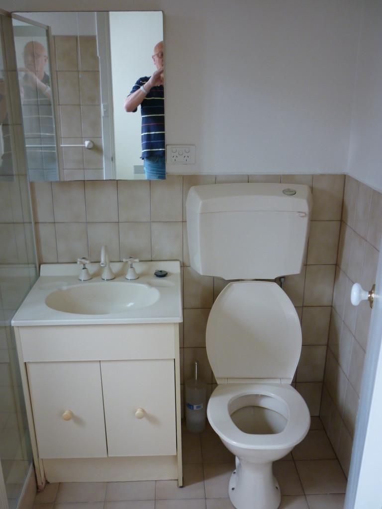 33 D bathroom before update 1