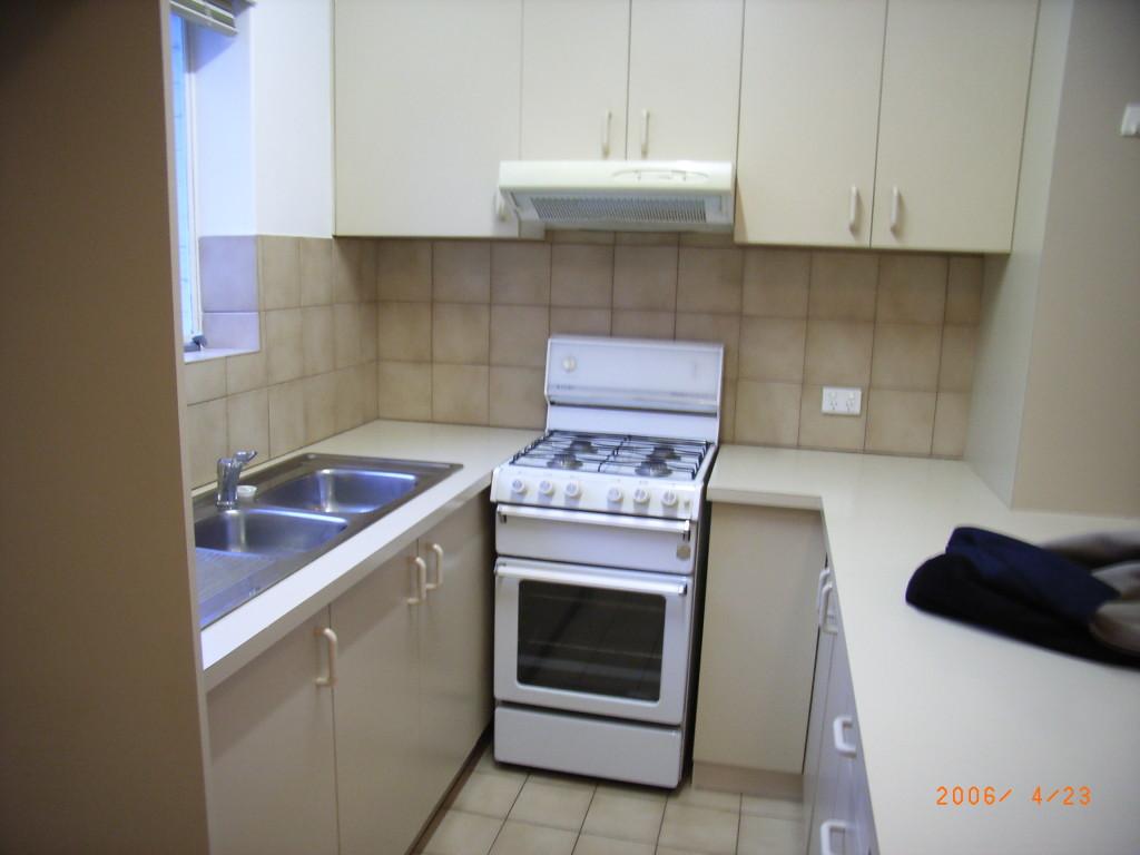 33 D kitchen before update